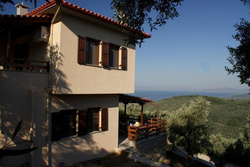 Pilionhaus mit Blick auf den Golf von Volos