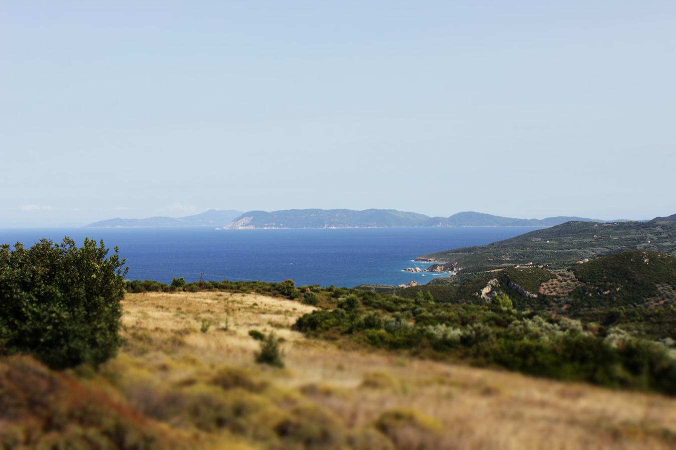 Blick auf die Insel Skiathos (Ägäisseite)