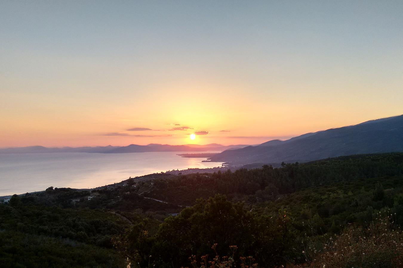 Blick von der Terrasse bei Sonnenuntergang